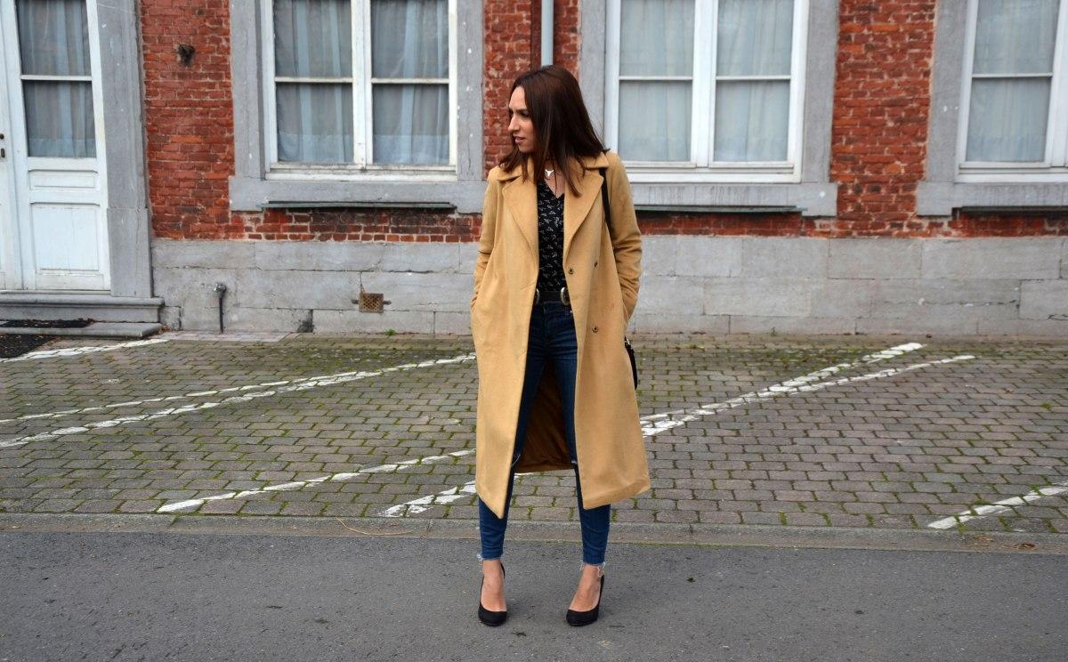 Comment porter le long manteau quand on est petite?